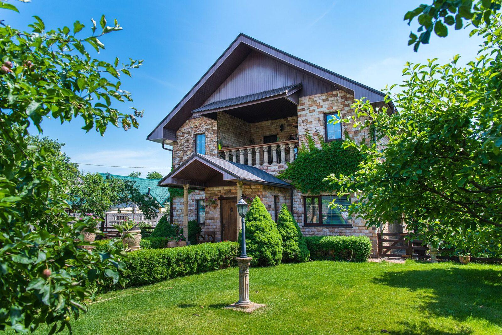 Комфортний ,окремий будинок з ремонтом в центрі Бучі